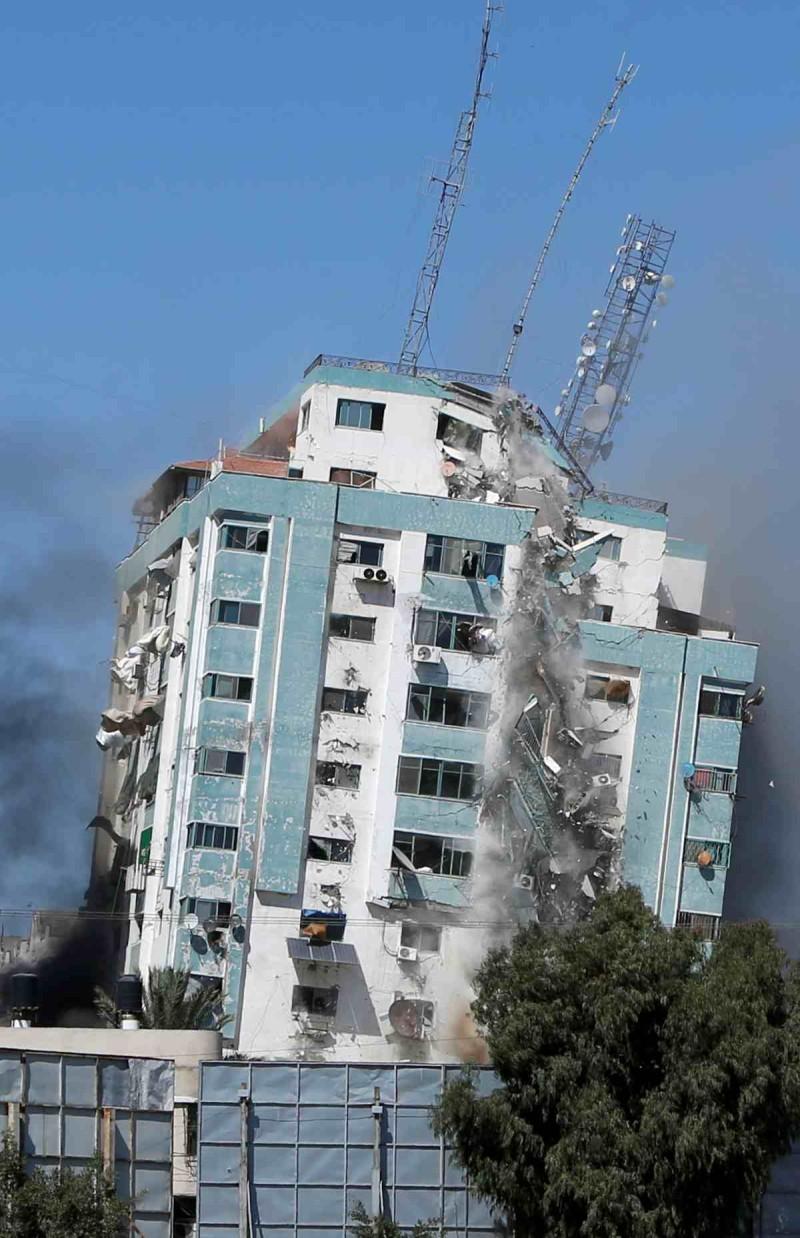 Κατέρρευσε κτήριο 12 ορόφων που στεγάζει το AP και το Al Jazeera