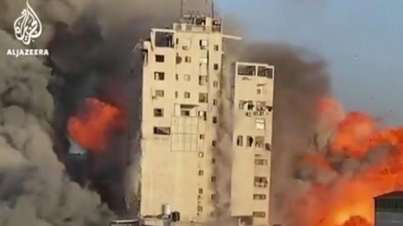 Κόλαση στη Γάζα απο τους βομβαρδισμούς ισραηλινών - Κτήριο κατέρρευσε σαν χάρτινος πύργος (video)