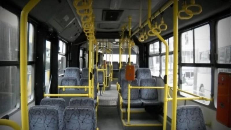 «Παγωμάρα» με νέα καταγγελία: Άνδρας αυνανιζόταν δίπλα σε κοπέλα σε λεωφορείο στο κέντρο της Αθήνας