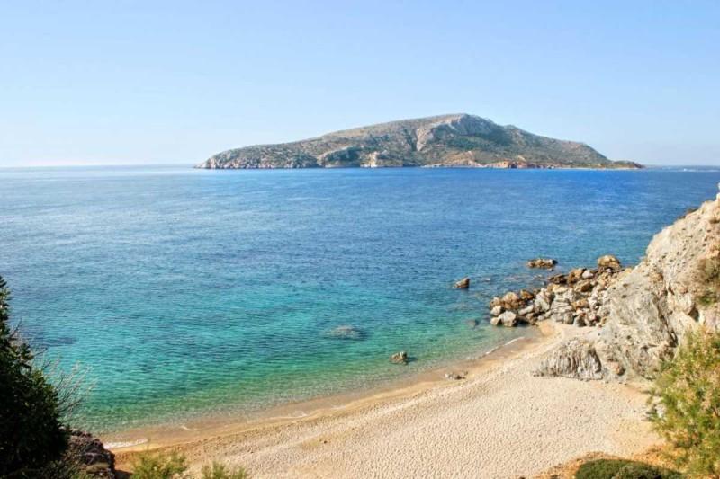 Η παραλία Λεγραινά είναι μια από τις πιο ωραίες στην Αττική