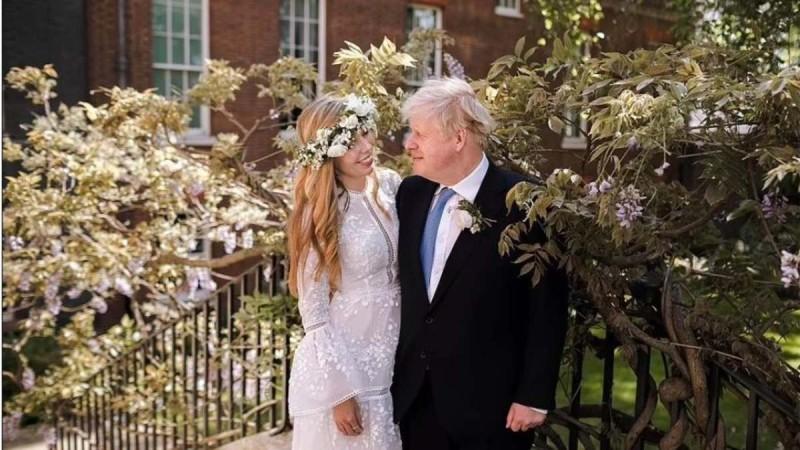 Γάμος Μπόρις Τζόνσον: Η πρώτη φωτογραφία - Το νυφικό δημιουργία Έλληνα σχεδιαστή