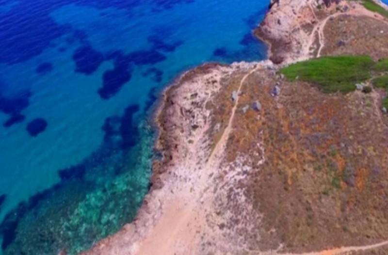 8 μυστικές και φανερές παραλίες στην Αττική για απίθανες βουτιές
