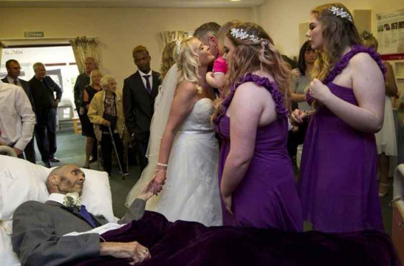 Οι φωτογραφίες ενός γάμου έχουν κάνει όλο το διαδίκτυο να λυγίσει