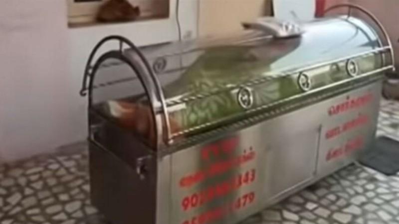 Έβαλαν τον 74χρονο παππού τους μέσα στον καταψύκτη - Μετά από 20 ώρες... (Video)