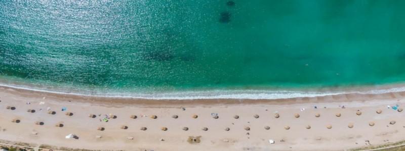 Η παραλία της Γλυφάδας είναι μια καλή πρόταση για τις βουτιές σου