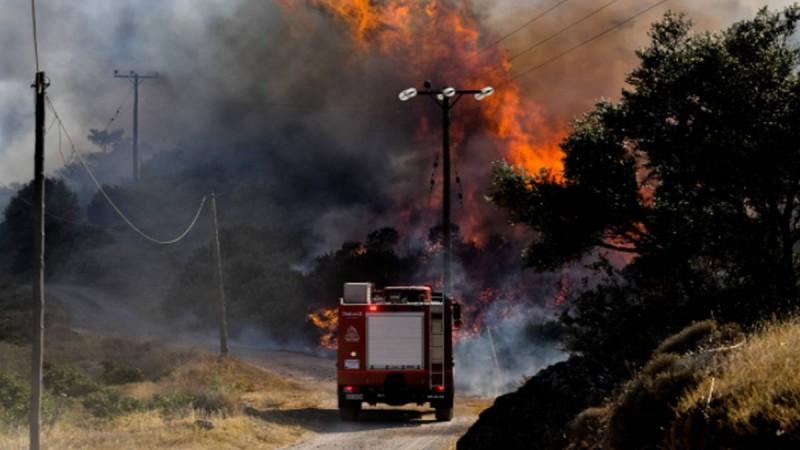 Ισχυρή πυρκαγιά στη Μάνδρα!