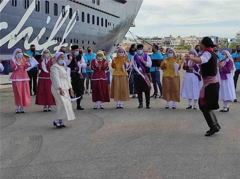 Στη Ρόδο υποδέχτηκαν τους τουρίστες με χορούς