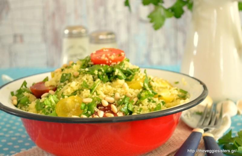 πράσινη σαλάτα με κους κους και γλυκοπατάτα