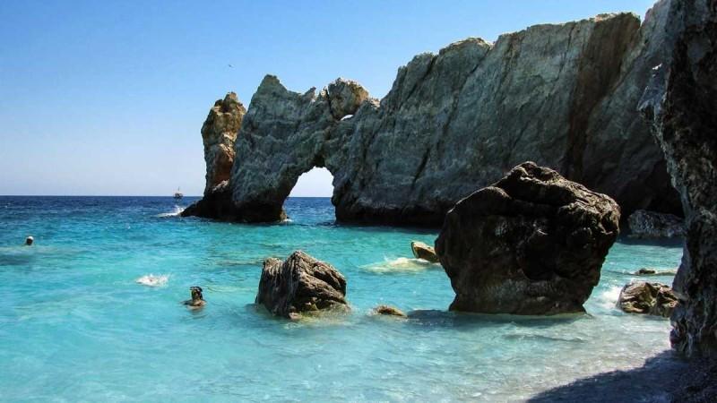 25 Ελληνικά νησιά που αγαπάνε Ιταλοί και Άγγλοι