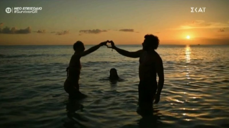 Survivor 4: Τους... πρόδωσε πάλι η κάμερα - Ασημακόπουλος και Καρολίνα σε τρυφερές στιγμές στην παραλία