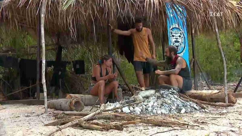 Survivor 4: Το πήγαν... σε άλλο επίπεδο - Η Μαριαλένα κυκλοφορεί με το μποξεράκι του Σάκη