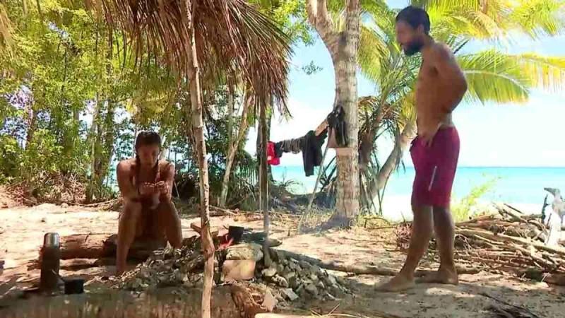 Survivor 4: Απίθανος καβγάς Σάκη και Μαριαλένας - Του άρχισε τη μουρμούρα κι εκείνος... σηκώθηκε κι έφυγε