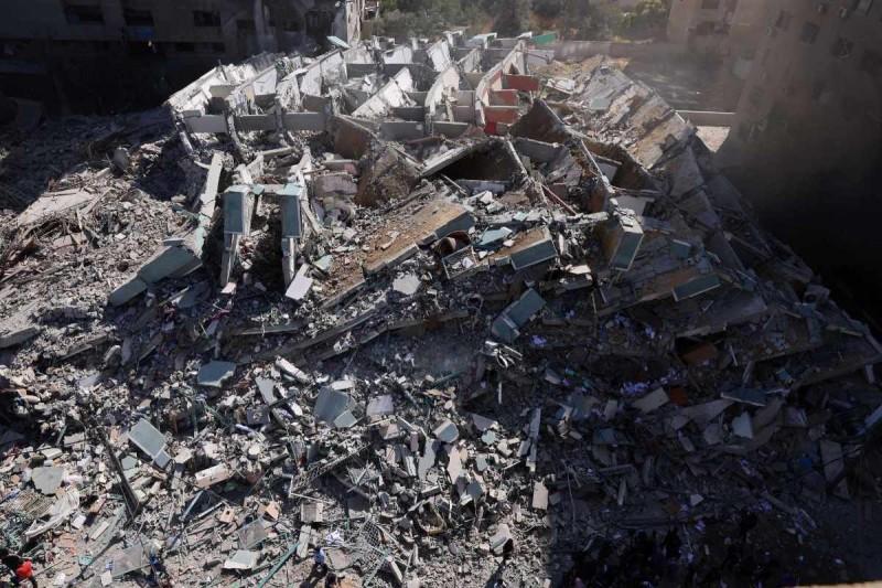 Σκόνη ο πύργος που βομβάρδισαν στο Ισραήλ