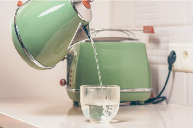 Αν αντί για καφέ πίνεις ζεστό νερό θα δεις εντυπωσιακά αποτελέσματα