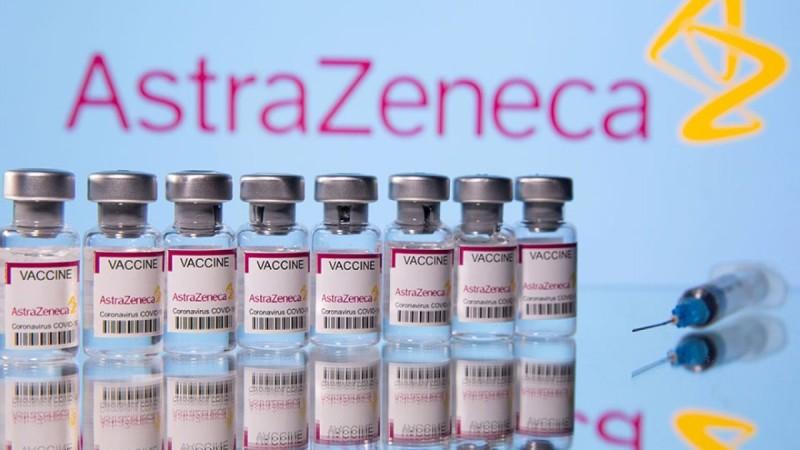 Εμβόλιο AstraZeneca: Nα σταματήσει η χορήγηση και στους άνω των 60 ετών – «Βόμβα» από αξιωματούχο της ΕΜΑ