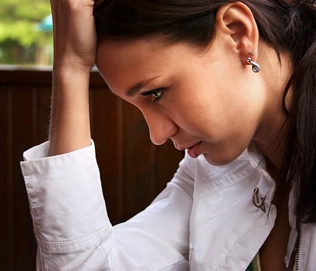 9 σοβαρά συμπτώματα ορμονικής ανισορροπίας, που καταστρέφουν την εμφάνισή μιας γυναίκας