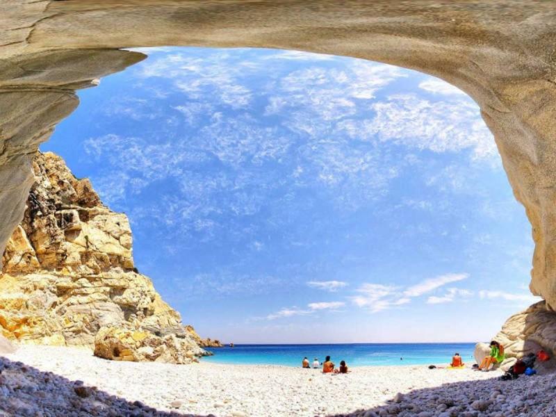 Παραλία Σεϋχέλλες, Ικαρία