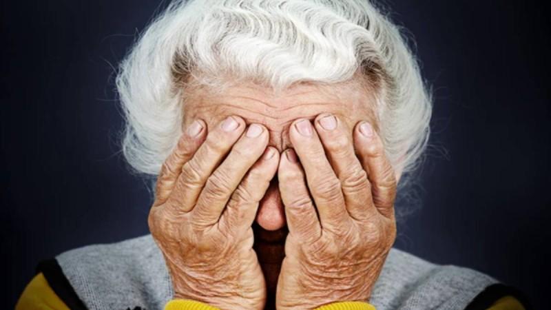 Ίλιον: Άνανδροι χτύπησαν και λήστεψαν 100 χρονών γιαγιά μέσα στο σπίτι της!