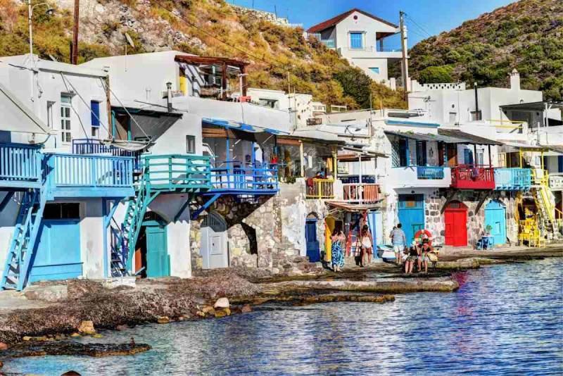 Κλήμα: Το πολύχρωμο ψαροχώρι της Μήλου είναι ένα από τα ομορφότερα χωριά που έχετε δει!