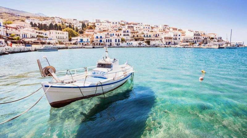 Άνδρος: Ταξιδέψτε στο ιστορικό και καταπράσινο νησί των καπετάνιων - Ανακαλύψτε τον άγνωστο «νεραϊδότοπό»