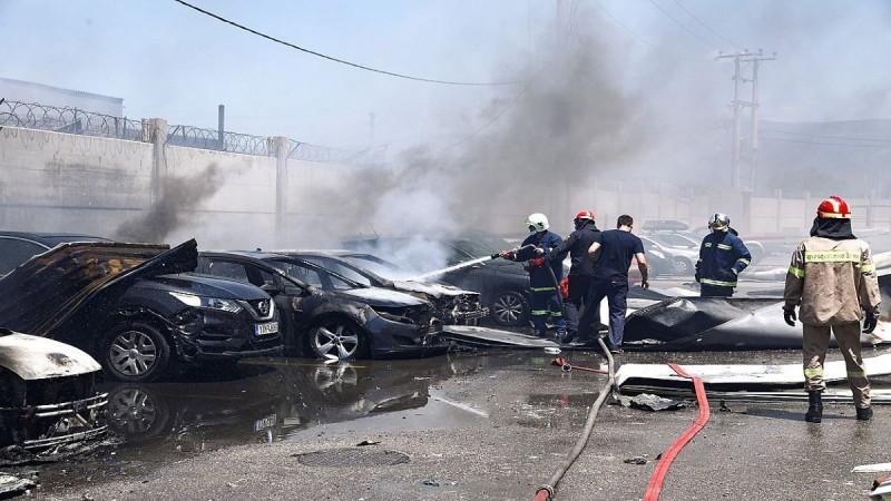Συναγερμός στον Ασπρόπυργο: Τρεις τραυματίες, διέλυσε 15 αυτοκίνητα - Μεγάλες ζημιές από την έκρηξη βυτιοφόρου με προπάνιο