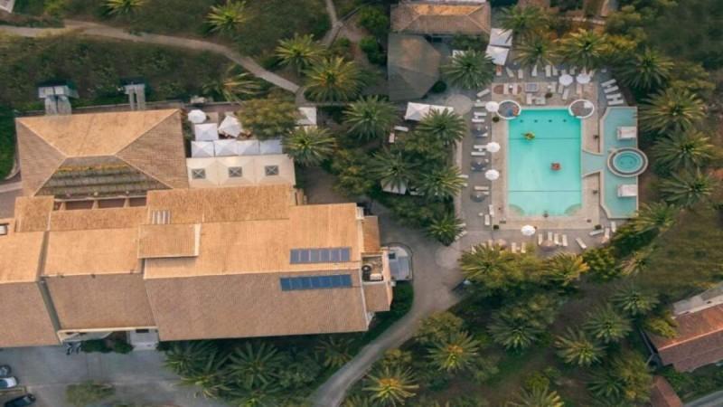 Κέρκυρα: Το luxury art ξενοδοχείο που έχει ξετρελάνει τον Τάσο Δούση και η βραδιά κοστίζει μόνο 88 ευρώ