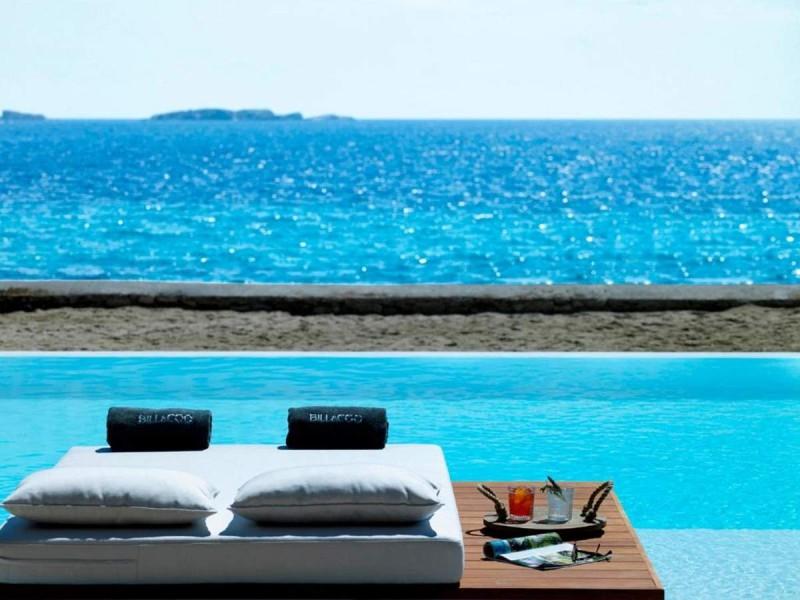 Bill & Coo Coast Suites πισίνα με θέα θάλασσα