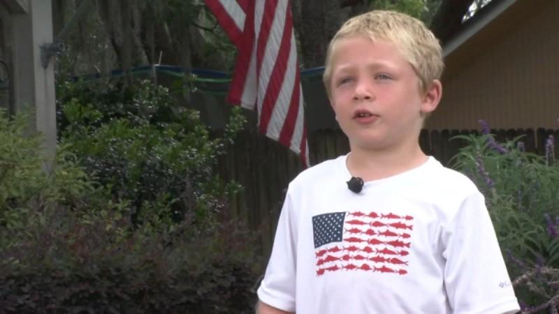 Θαρραλέος 7χρονος κολύμπησε για μια ώρα και έσωσε τον μπαμπά και την αδελφή του