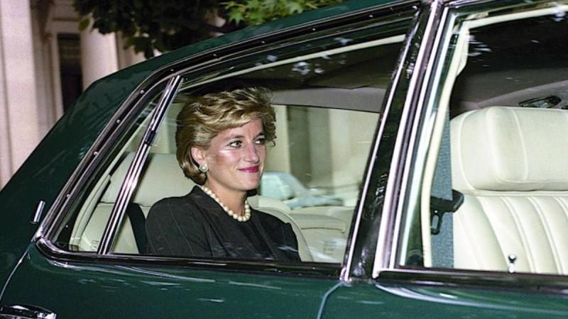 Πριγκίπισσα Νταϊάνα: Στη δημοσιότητα φωτογραφίες από τα σπίτια της - Τα χρυσά έπιπλα και η τεράστια κρεβατοκάμαρα