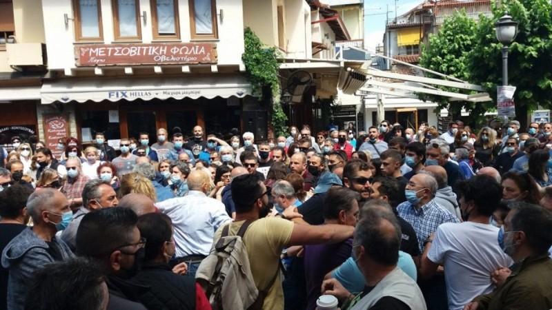 Ιωάννινα: Πλάκωσαν στο ξύλο πρώην βουλευτή του ΣΥΡΙΖΑ στην πορεία κατά του εργασιακού νομοσχεδίου της Νέας Δημοκρατίας! (video)