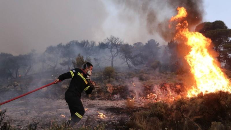 Φωτιά στη Ραφήνα - Οι περιοχές της Αττικής που κινδυνεύουν