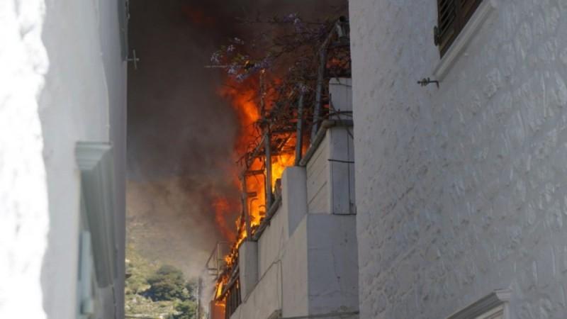 Φωτιά στο Μανδράκι