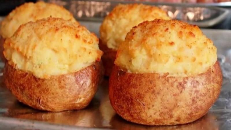 Λαχταριστές γεμιστές πατάτες στο φούρνο! (Video)
