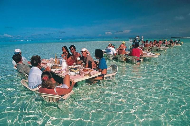Εστιατόριο στην θάλασσα, Μπόρα Μπόρα