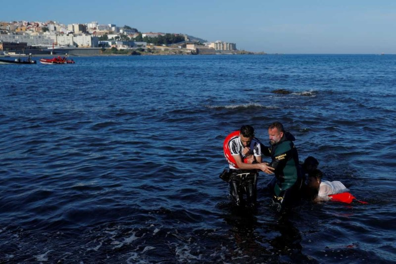 ο σκάφος ανατράπηκε κοντά σε ένα λιμάνι στο βόρειο τμήμα του νησιού