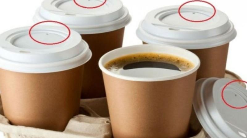 Σε τι χρησιμεύει τελικά η μικρή τρυπούλα στο καπάκι του καφέ;