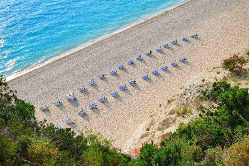 Εγκρεμνοί στη Λευκάδα παραλία
