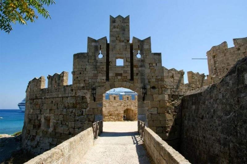 Μεσαιωνικά Τείχη