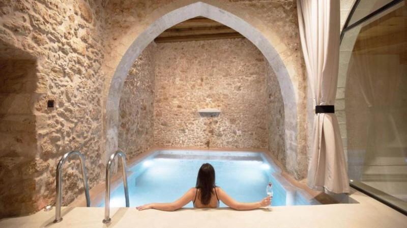 Χανιά: Τα καλύτερα ξενοδοχεία και το αρχοντικό του 16ου αιώνα που μάγεψε τον Τάσο  Δούση