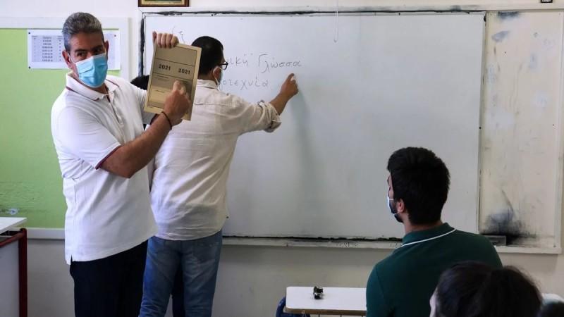 Πανελλαδικές Εξετάσεις 2021: Η ΑΔΕΔΥ εξαιρεί από την απεργία τους καθηγητές - Συνεχίζονται κανονικά αύριο
