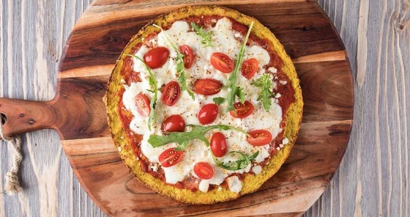 Και σε ποιον δεν αρέσει ένα κομμάτι ζεστής πίτσας;