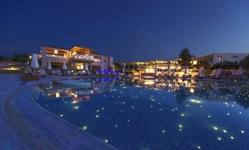 Port Royal Villas and Spa πισίνα βράδυ