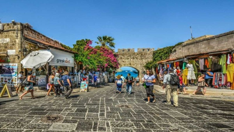 Ρόδος: 18+1 λόγοι για να επισκεφτείτε το νησί των Ιπποτών σύμφωνα με τον Τάσο Δούση