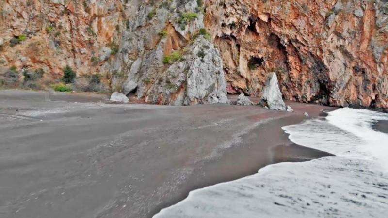 Λιμνιώνας παραλία Εύβοια
