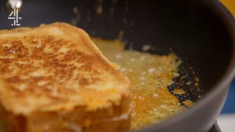 Πανεύκολα τηγανόψωμα με τυρί - Έτοιμα στο τσακ μπαμ