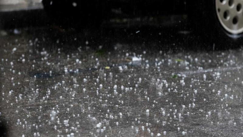 Η κακοκαιρία... έφτασε: Χαλάζι στην Κοζάνη και καταιγίδες στη Βόρεια Ελλάδα - Σε συναγερμό οι Αρχές