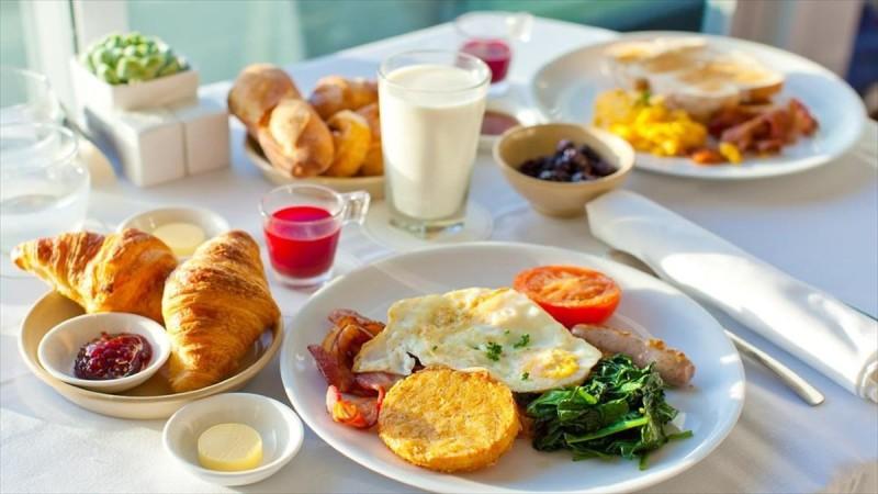 6+1 ιδέες για υγιεινό πρωινό που μπορείς να φας «στο πόδι»