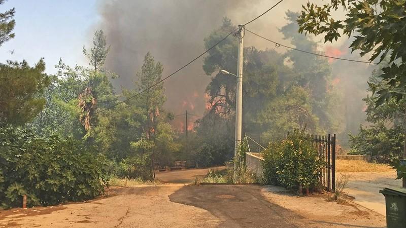 Καίγονται σπίτια στη Σταμάτα! Προς Διόνυσο η πυρκαγιά