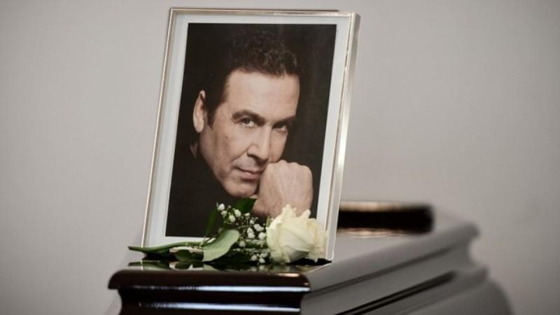 Τόλης Βοσκόπουλος: Ποιοι επώνυμοι έλειπαν από την κηδεία του;