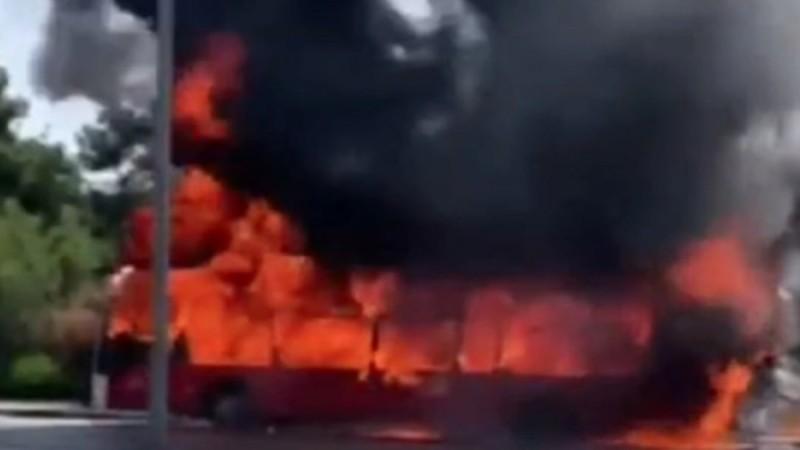 Θεσσαλονίκη: Φωτιά ξέσπασε σε λεωφορείο του ΚΤΕΛ